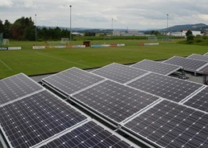 Die neue Photovoltaikanlage auf dem Dach des Sportheims.