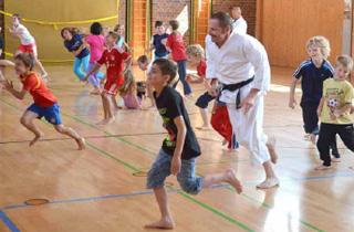 """""""Ferien-Samurais"""": Karate beim Ferienprogramm in Goldkronach."""